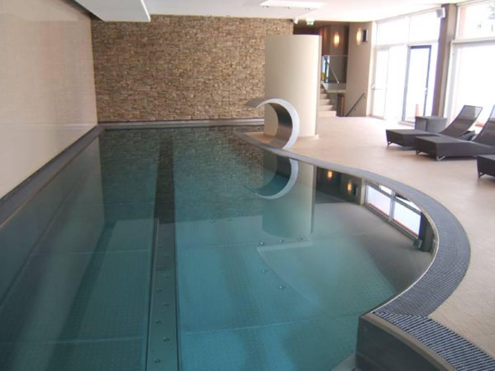 Nerezový bazén s přelivným žlábkem - BWT