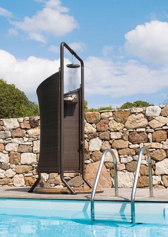 14-venkovni-sprcha-se-zastenou-ratan-cane-line-jv-pohoda